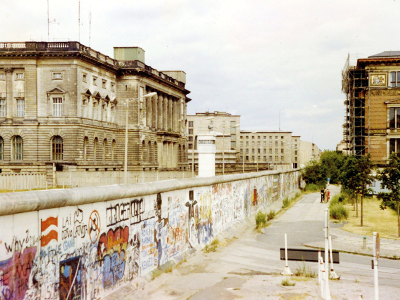 From the Berlin Museum to the Berlin Wall : Essays on the Cultural and ...